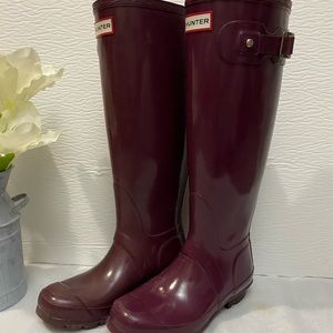 Hunter tall rain boots with black fleece socks